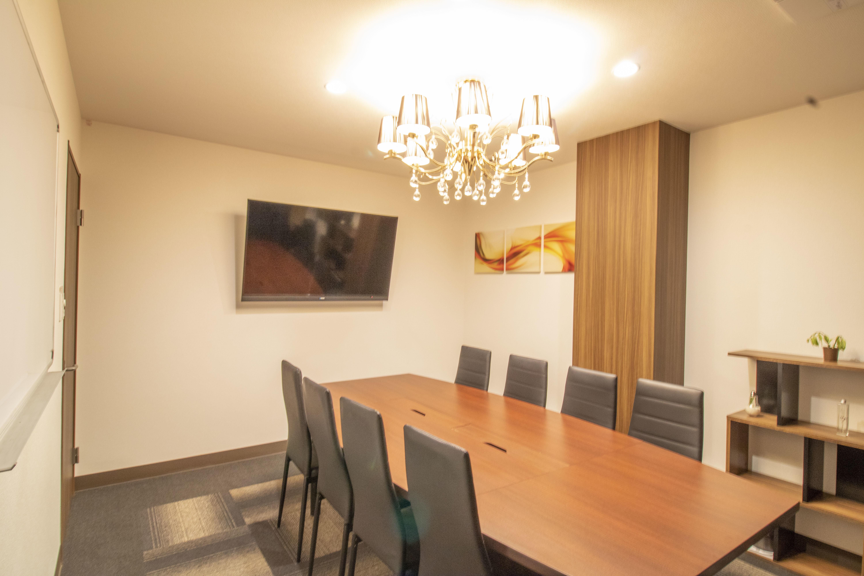SBL烏丸会議室 3F 小会議室【8名様】の室内の写真
