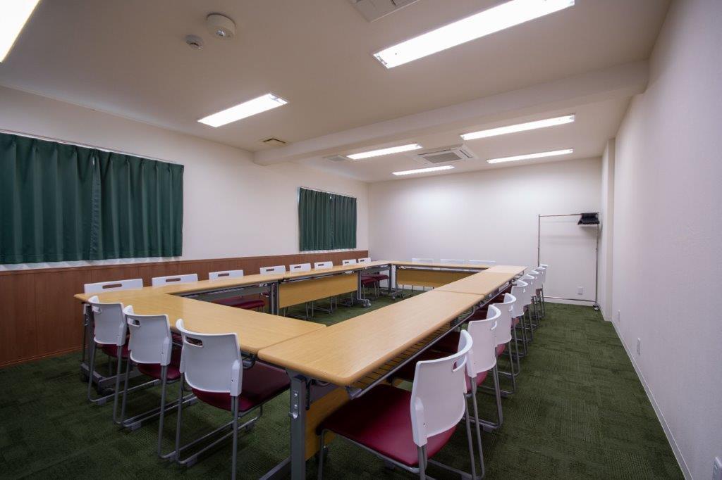 口の字(最大22名) ※現在は感染防止対策のためご利用人数はご留意くださいますようお願い申し上げます。 - Kyoto de Meeting Smart / スマートの室内の写真