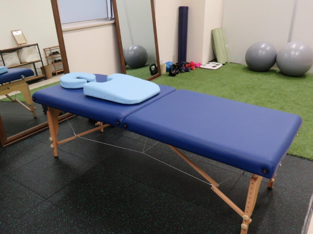 施術用ベッド - 西新宿レンタルジム レンタルジムの室内の写真
