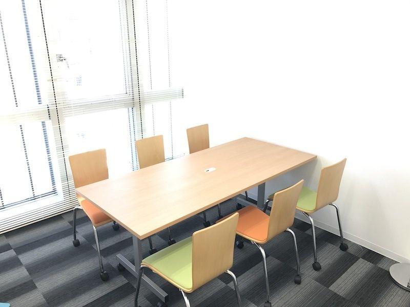 新橋駅前ビル ワンコイン新橋駅会議室B-06の室内の写真