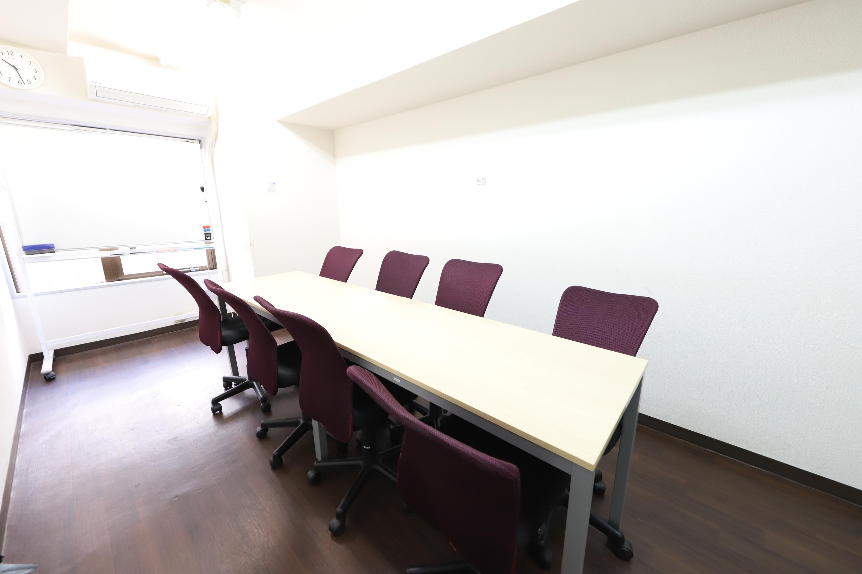 サニープラザ新宿御苑ビル コモンズ新宿御苑前会議室の室内の写真