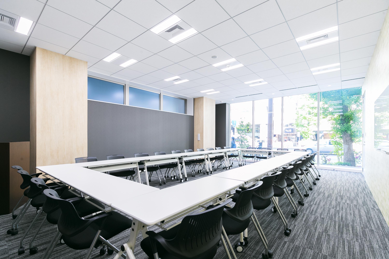 TA conference ForTEAM(最大42名)の室内の写真