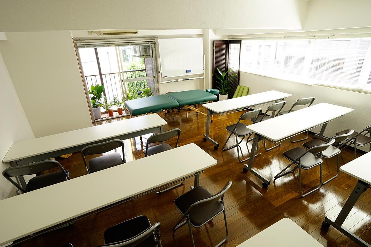 ロハス・ムーンのセミナールーム セミナールームの室内の写真