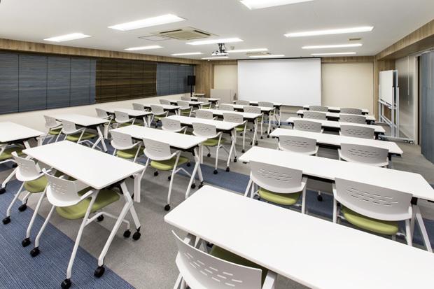 大阪会議室 おおきに会議室御堂筋本町店 大会議室の室内の写真