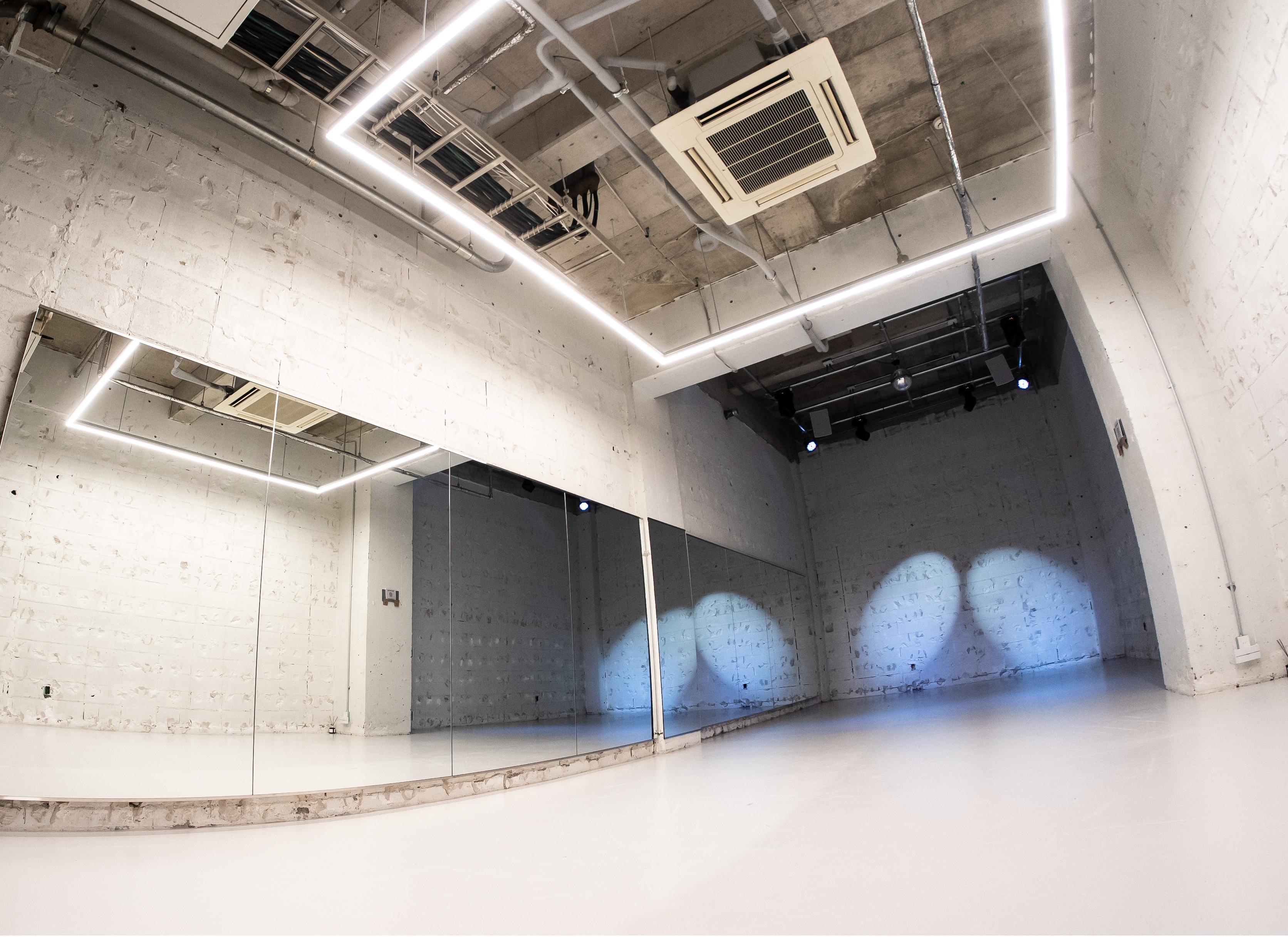 天高5mで開放的な空間となっております! - StreetDancePark C studioの室内の写真