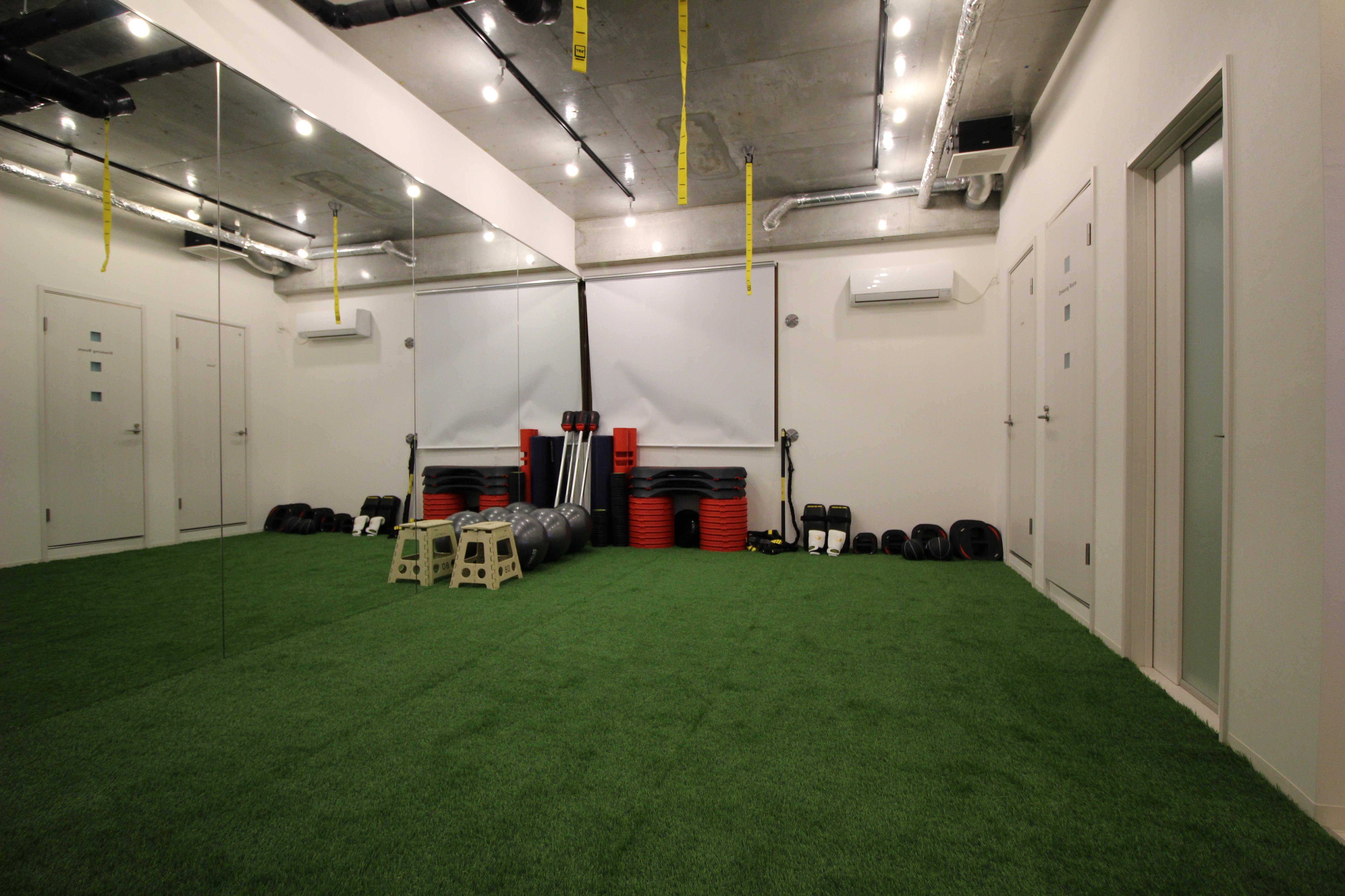 トレーニングスペース新大阪の室内の写真
