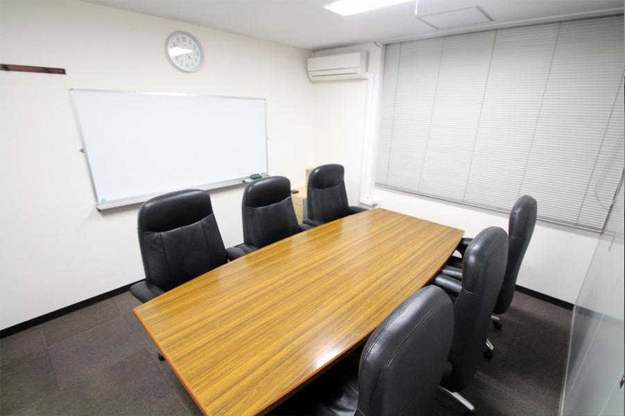 新宿ビジネスガーデン 新宿駅近!貸し会議室の室内の写真