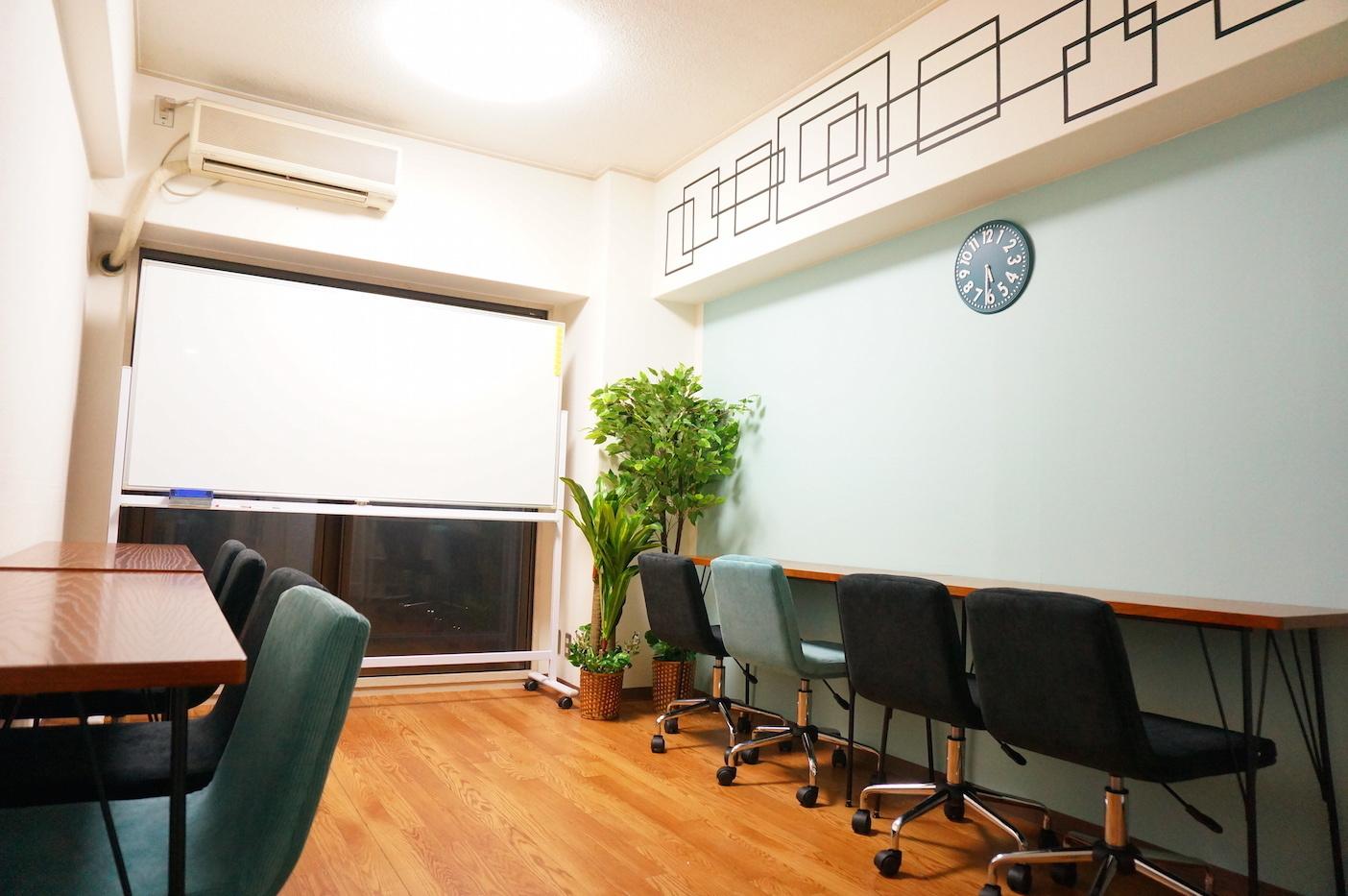 【心斎橋会議室】 Wi-Fi/プロジェクタ無料の貸し会議室♪の室内の写真