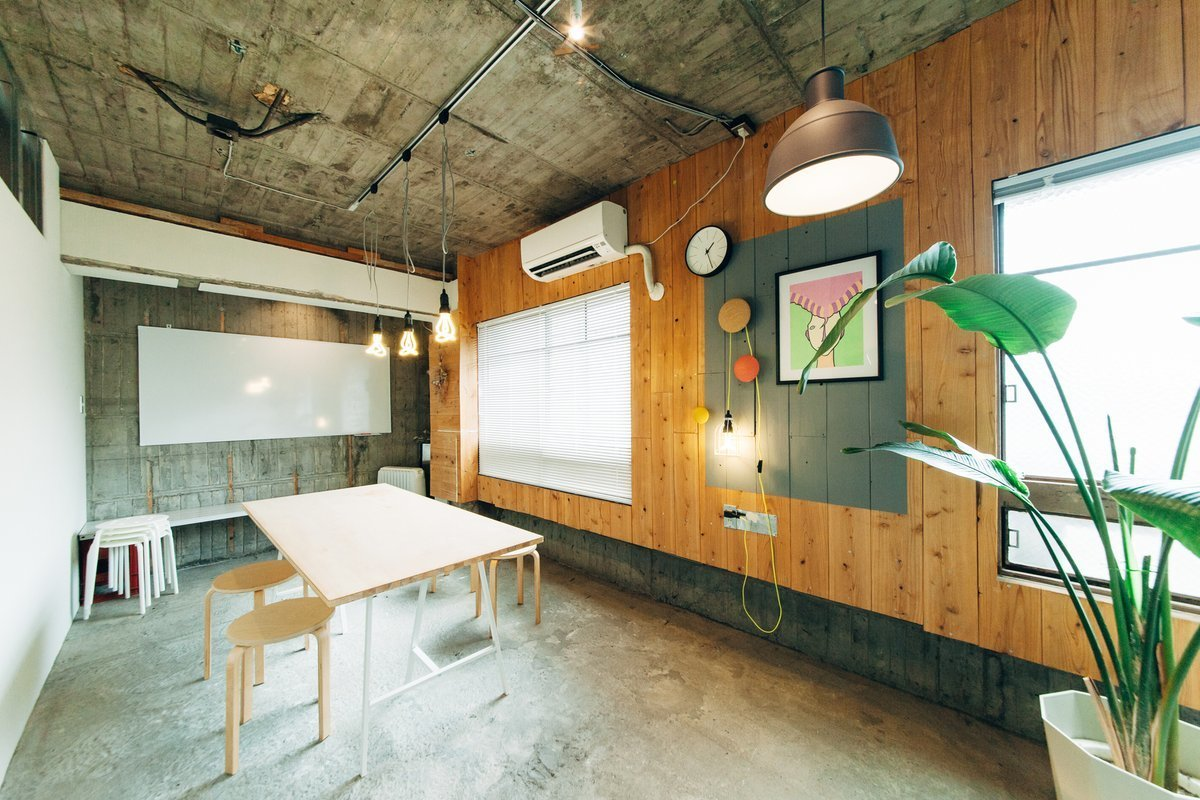 春吉にあるレトロビルのリノベーションレンタルスペースです。Wi-fi、ホワイトボ - STOCK STUDIO レンタルスタジオの室内の写真