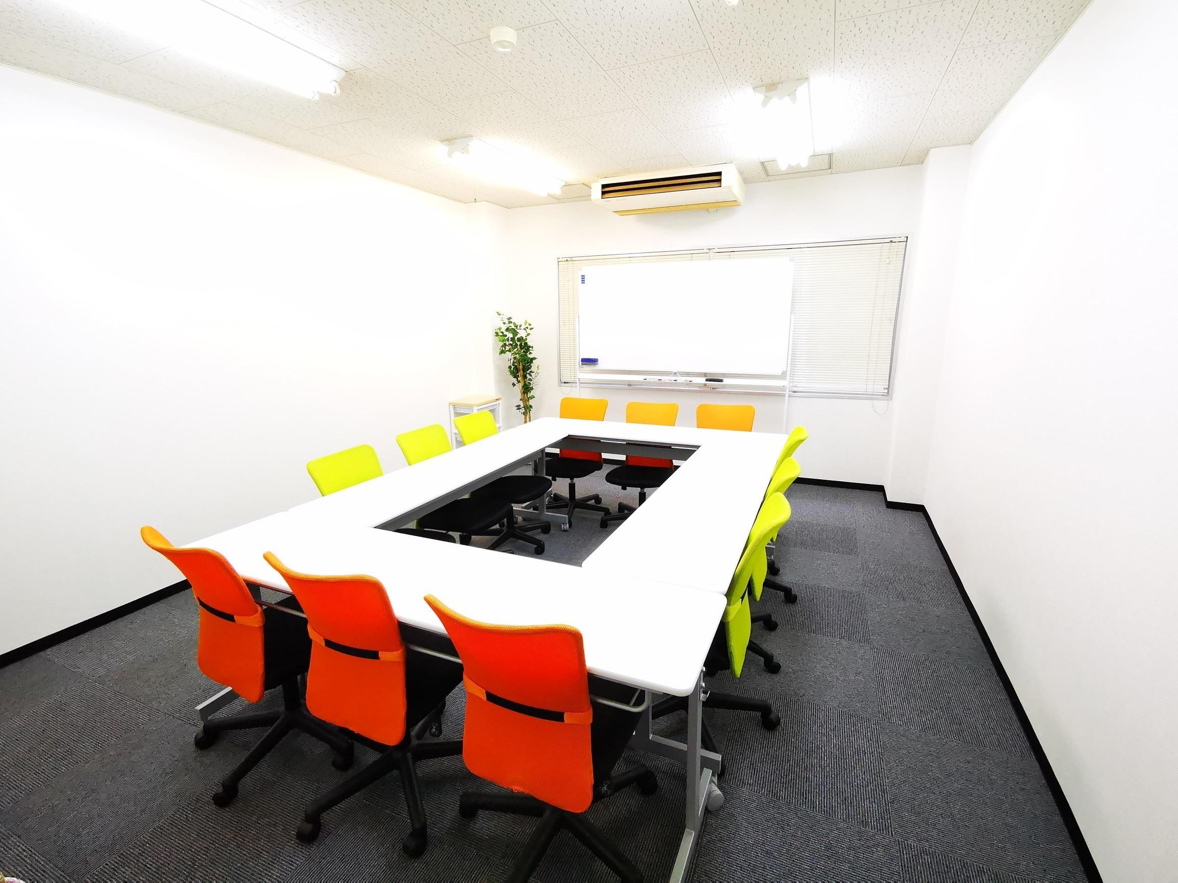 アリビラ江坂 貸し会議室の室内の写真