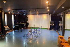 リアクション2BANARE 77㎡♪ピアノ鏡付き防音スタジオの室内の写真