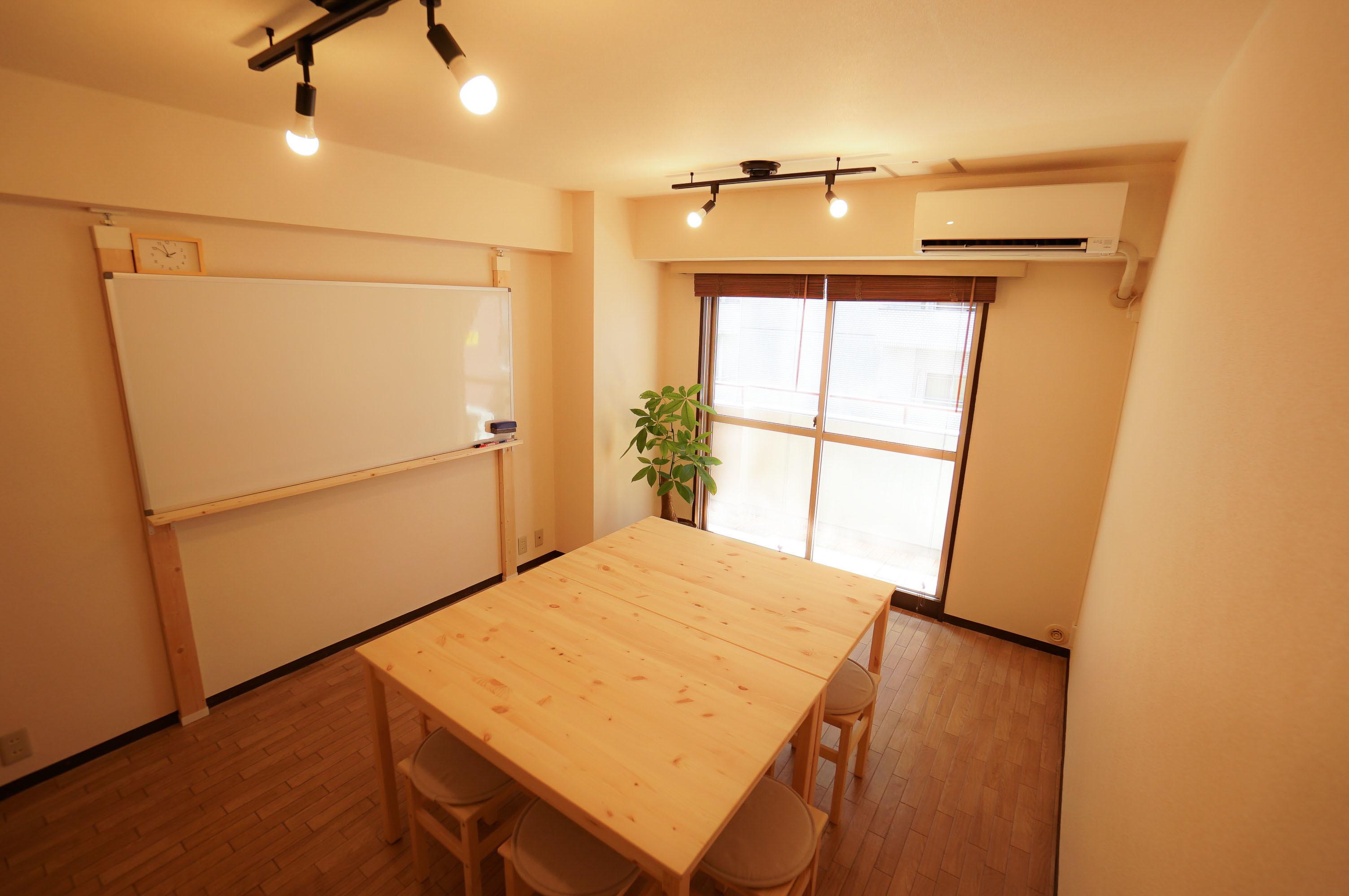 西新宿 木のぬくもりスペース 4F たぬき分室の室内の写真