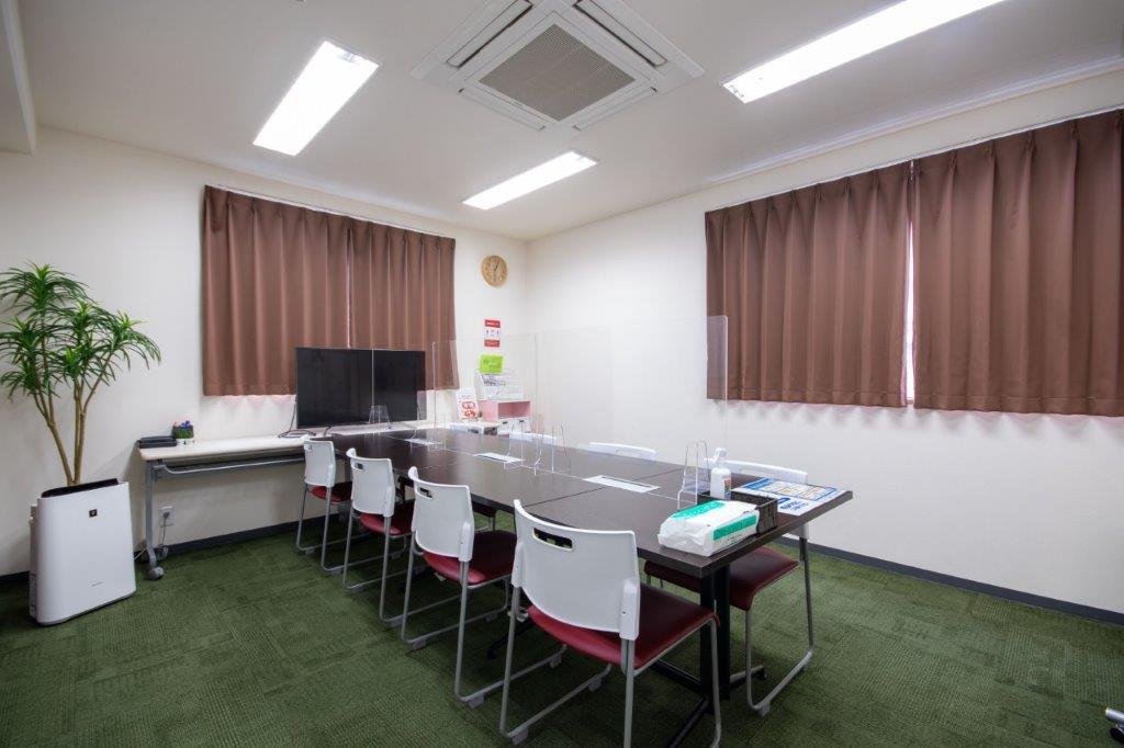 飛沫防止のアクリル板(高さ60cm)を設置しています - Kyoto de Meeting On Air /オンエアーの室内の写真