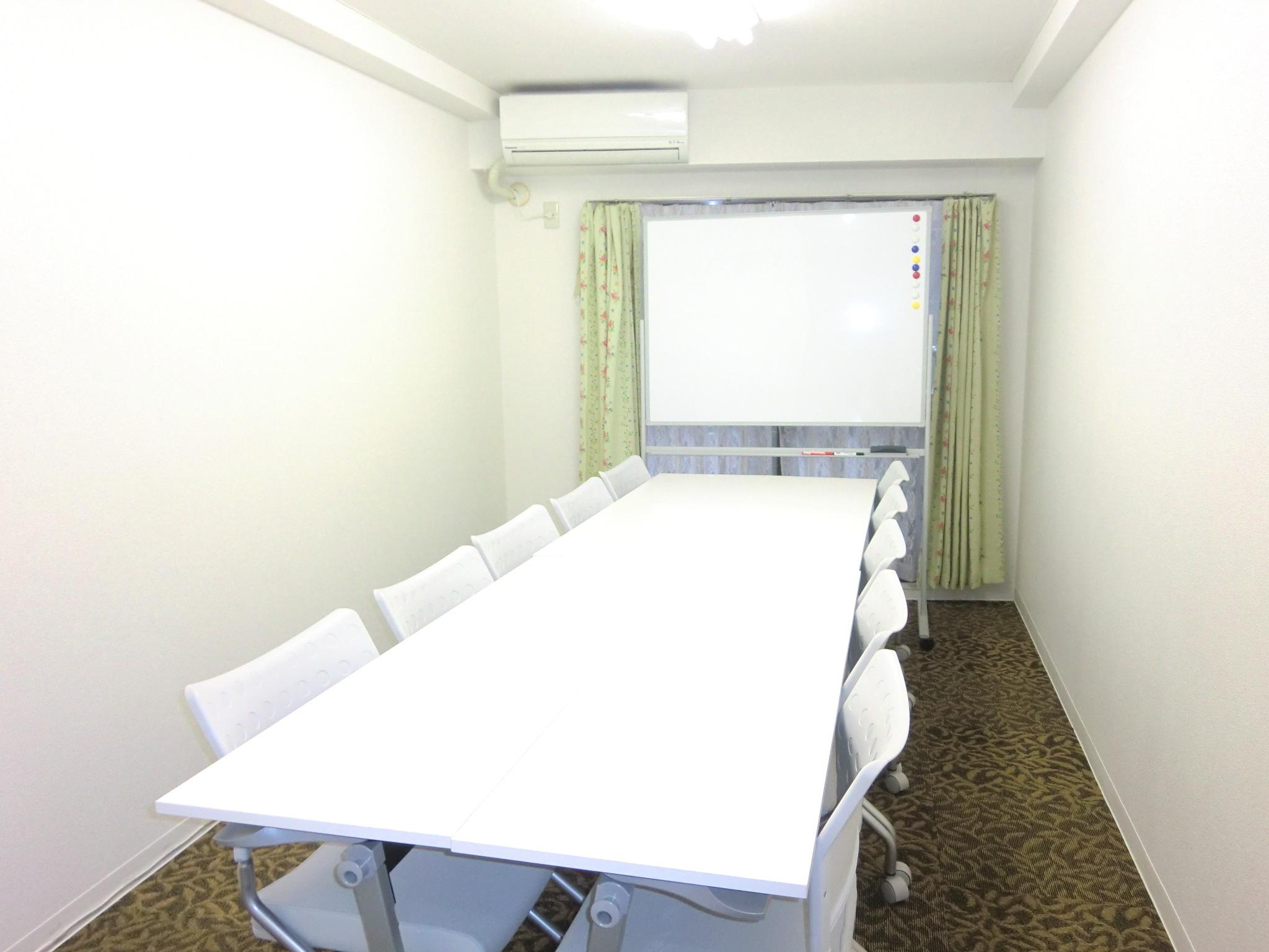 さくら貸し会議室 いつも綺麗な会議室の室内の写真