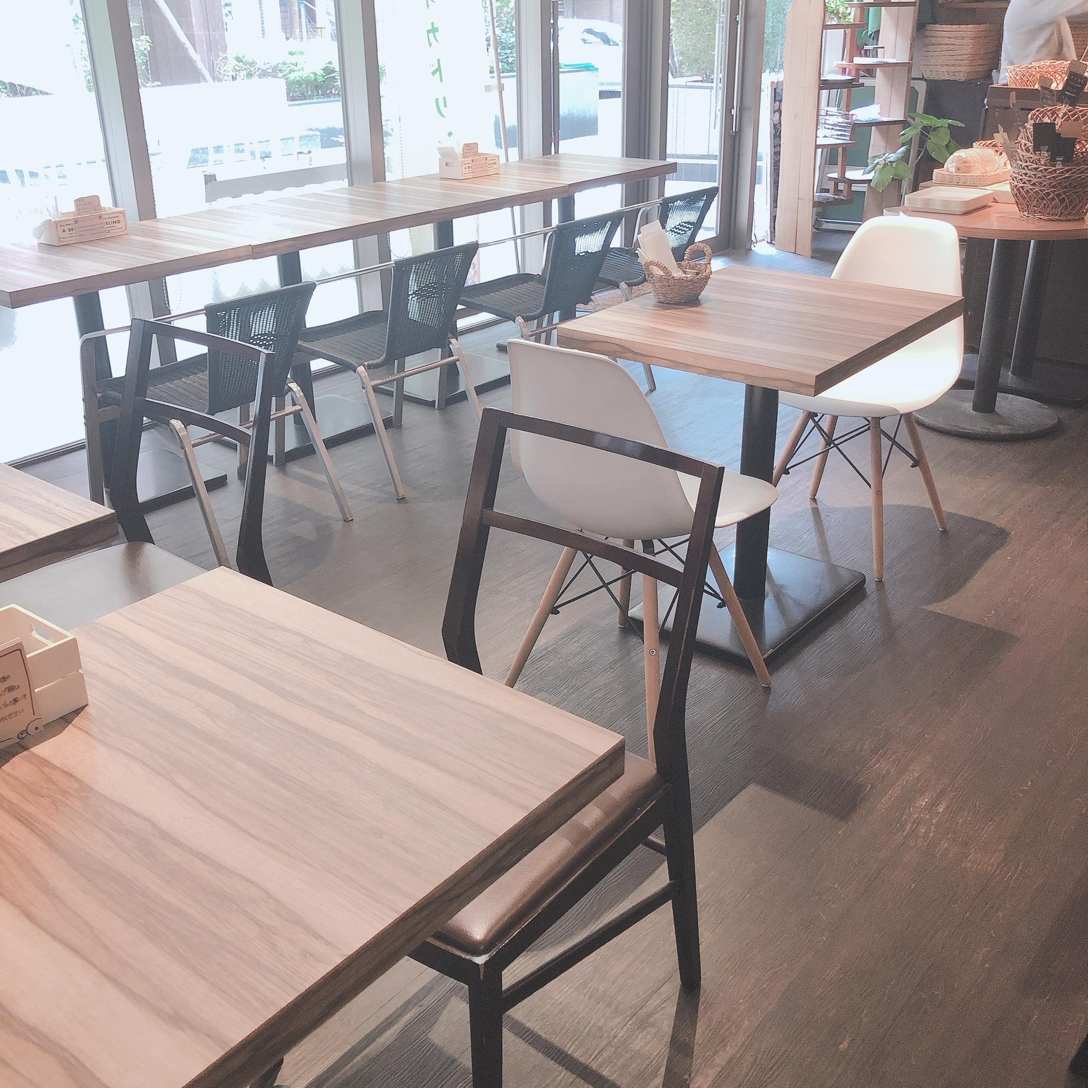 4th street bagel カフェスペースの室内の写真