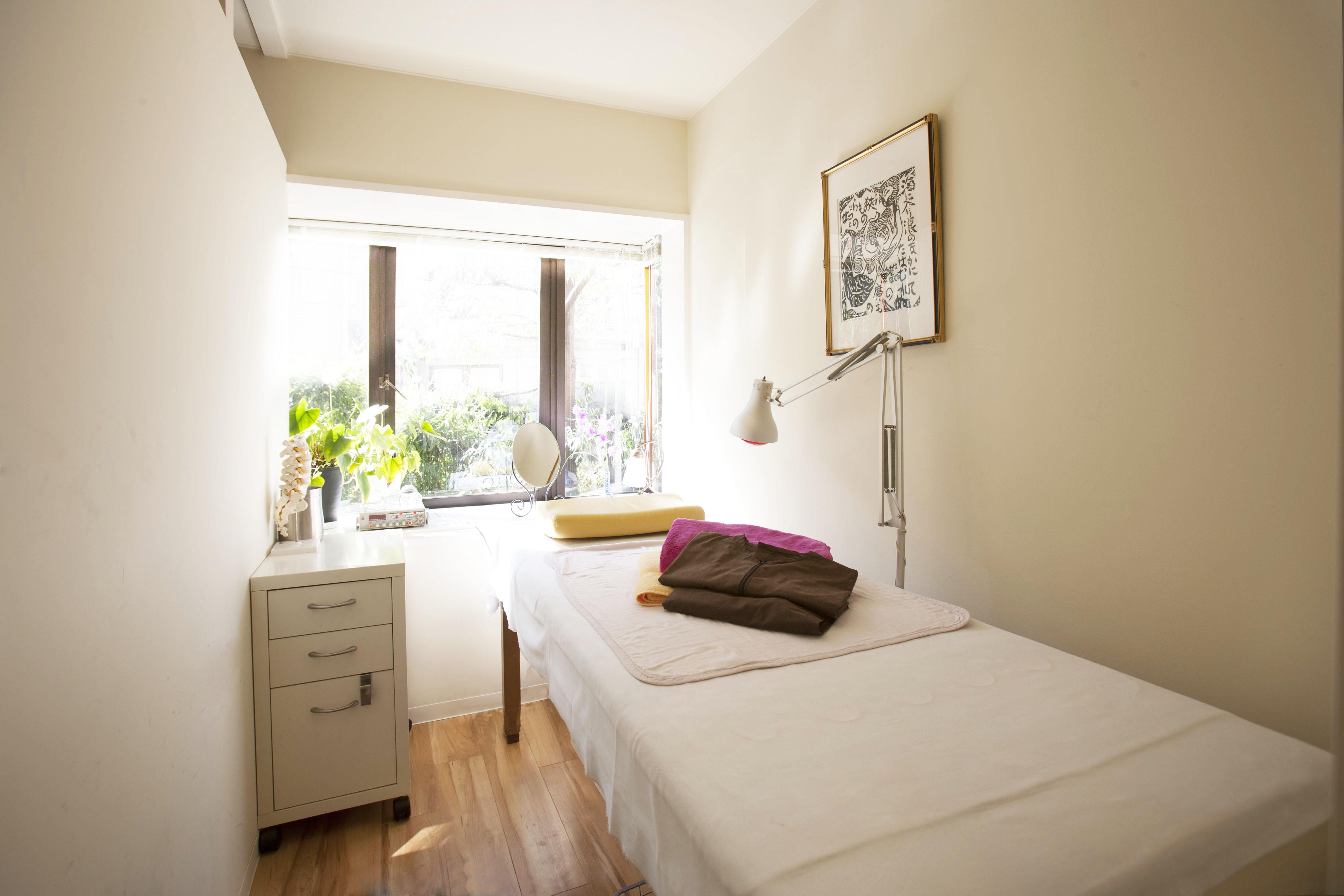 鍼灸サロン サロン スペースの室内の写真