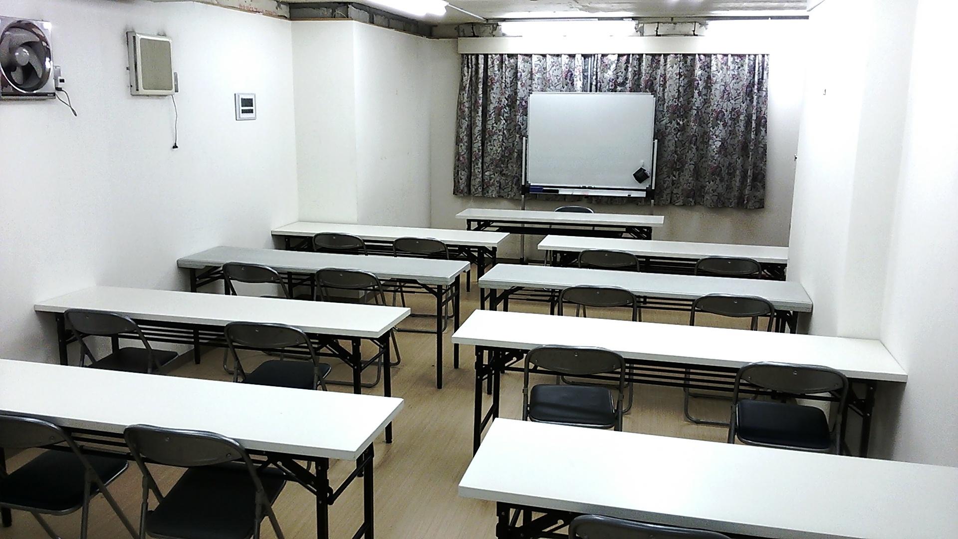 TH会場4階 多目的スペース(会議室、セミナールーム、ダンススタジオ向け)の室内の写真