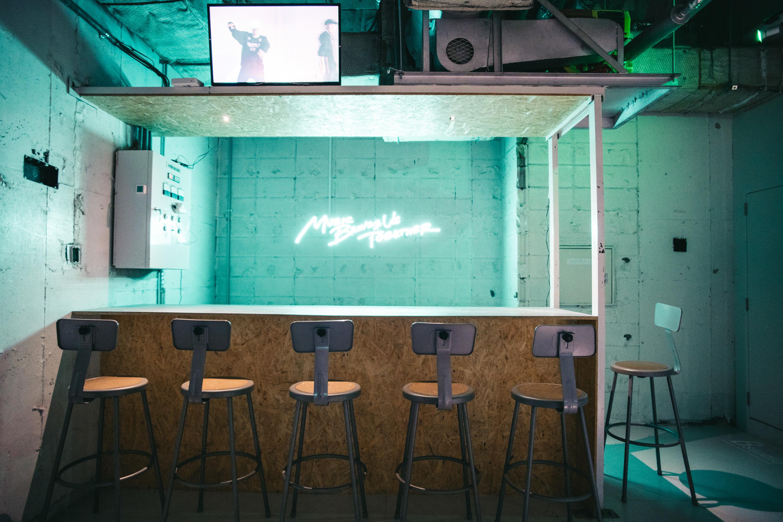 in the house コワーキングスペース-テーブル1の室内の写真