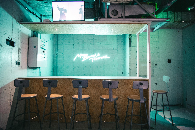 in the house コワーキングスペース-テーブル3の室内の写真