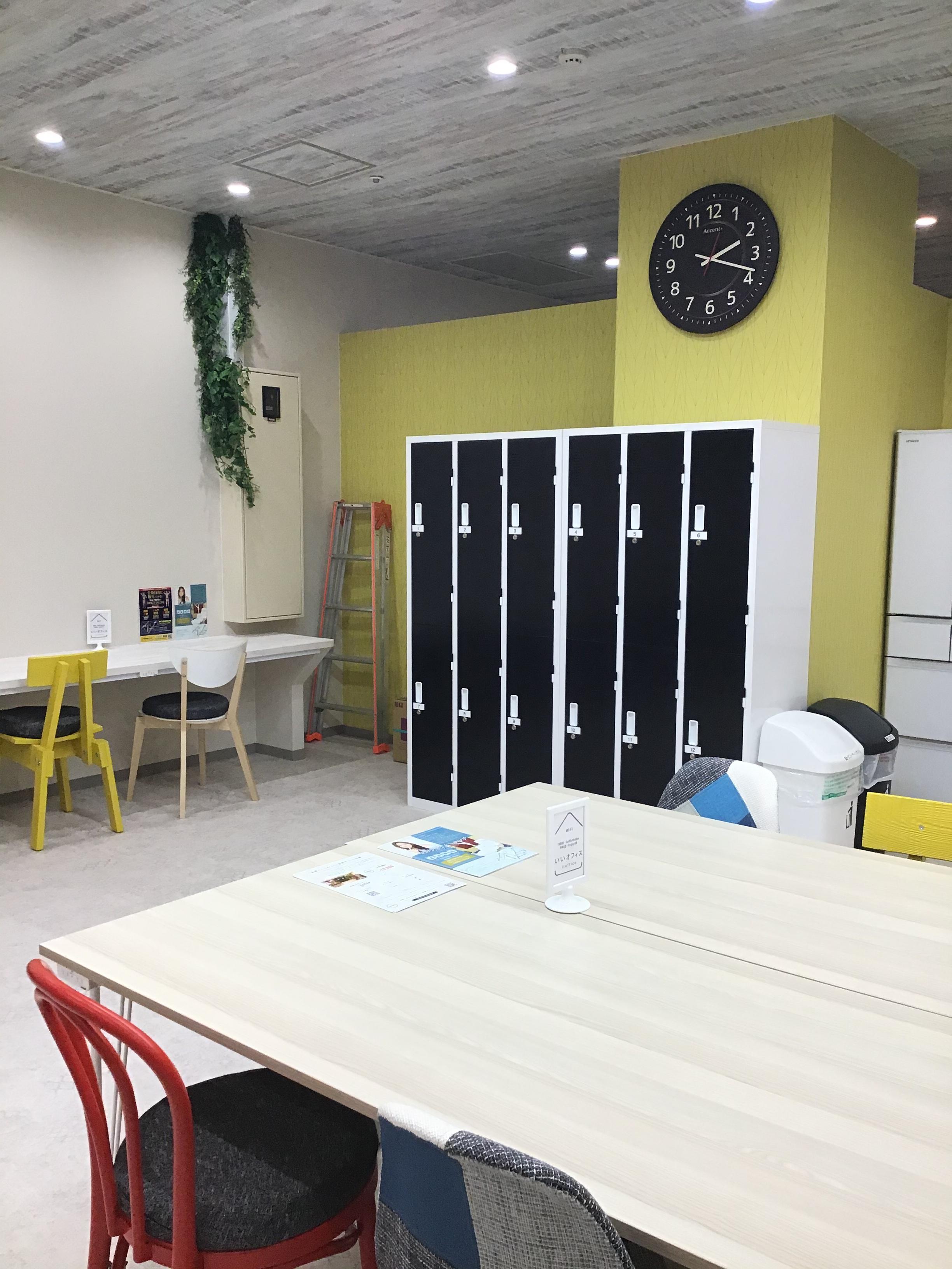ロッカー完備 - いいオフィス神戸byKT-joy 多目的スペース・セミナー会場の室内の写真