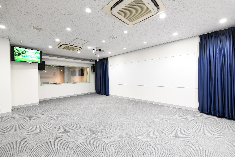 大きなホワイトボードをお使いいただけます◎ - STUDIOLOVOXUMEDA 多目的スペースの室内の写真