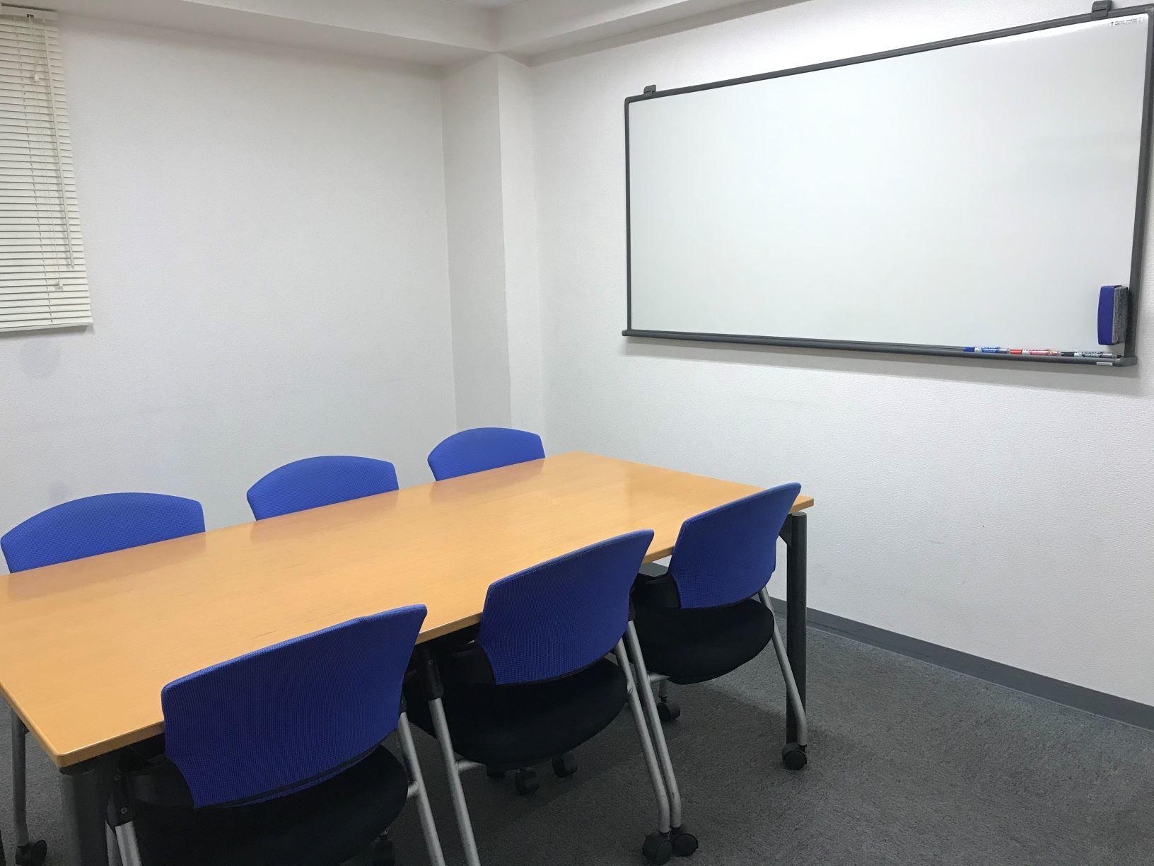 SOHOプラザ丸の内 貸会議室 中会議室1(6名様用)の室内の写真
