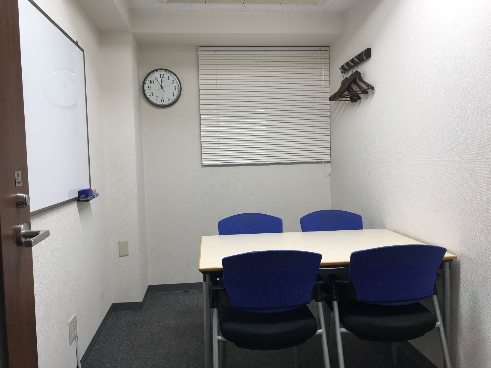 SOHOプラザ丸の内 貸会議室 小会議室(4名様用)の室内の写真