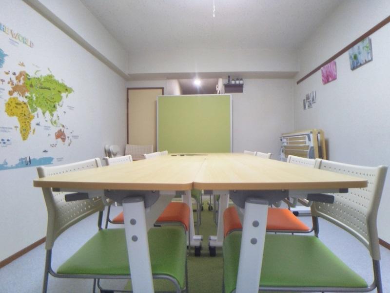 レンタル会議室 としょかんのうら 貸会議室 レンタルスペースの室内の写真