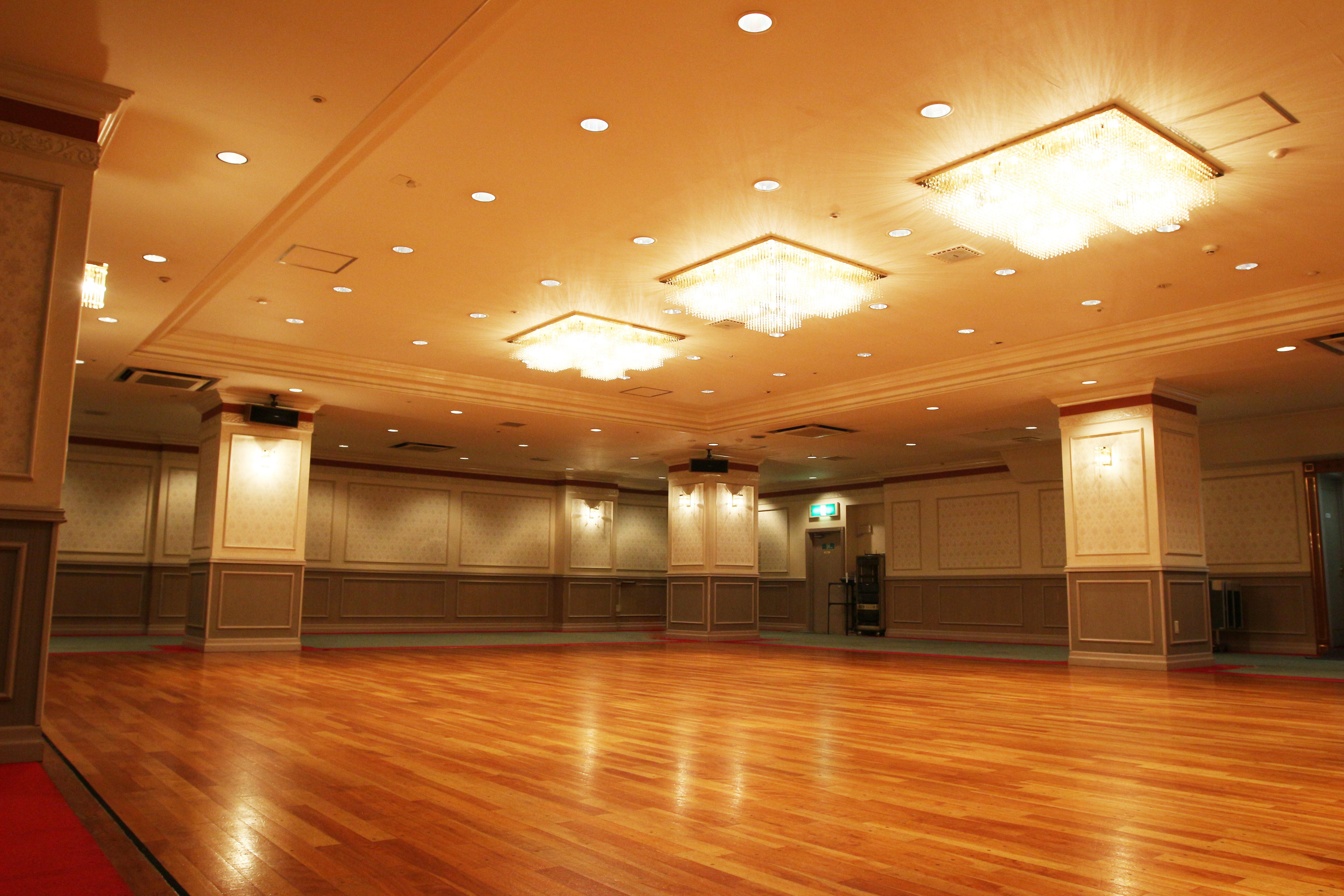 アカデミーホール コロナ対策相談所、給付金会場で。の室内の写真