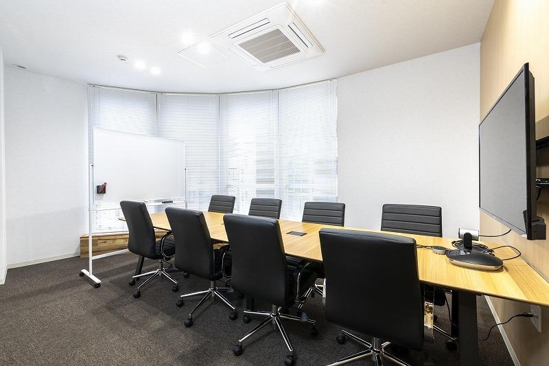 BIZcomfort町田 会議室(8名用)の室内の写真