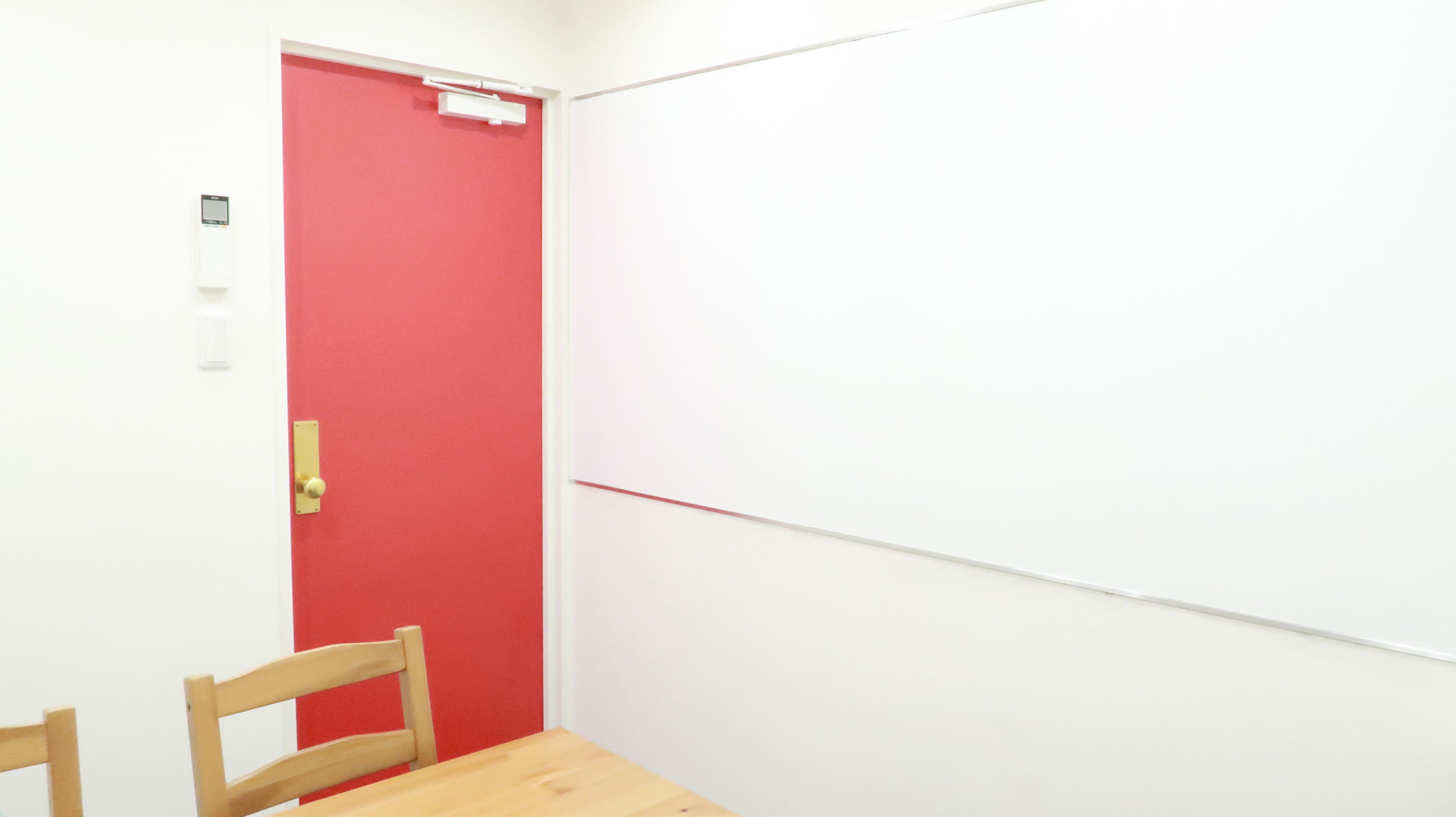 壁式ホワイトボード常設  - レンタルスペース  パズル浅草橋 セミナールーム・貸し会議室2Aの室内の写真