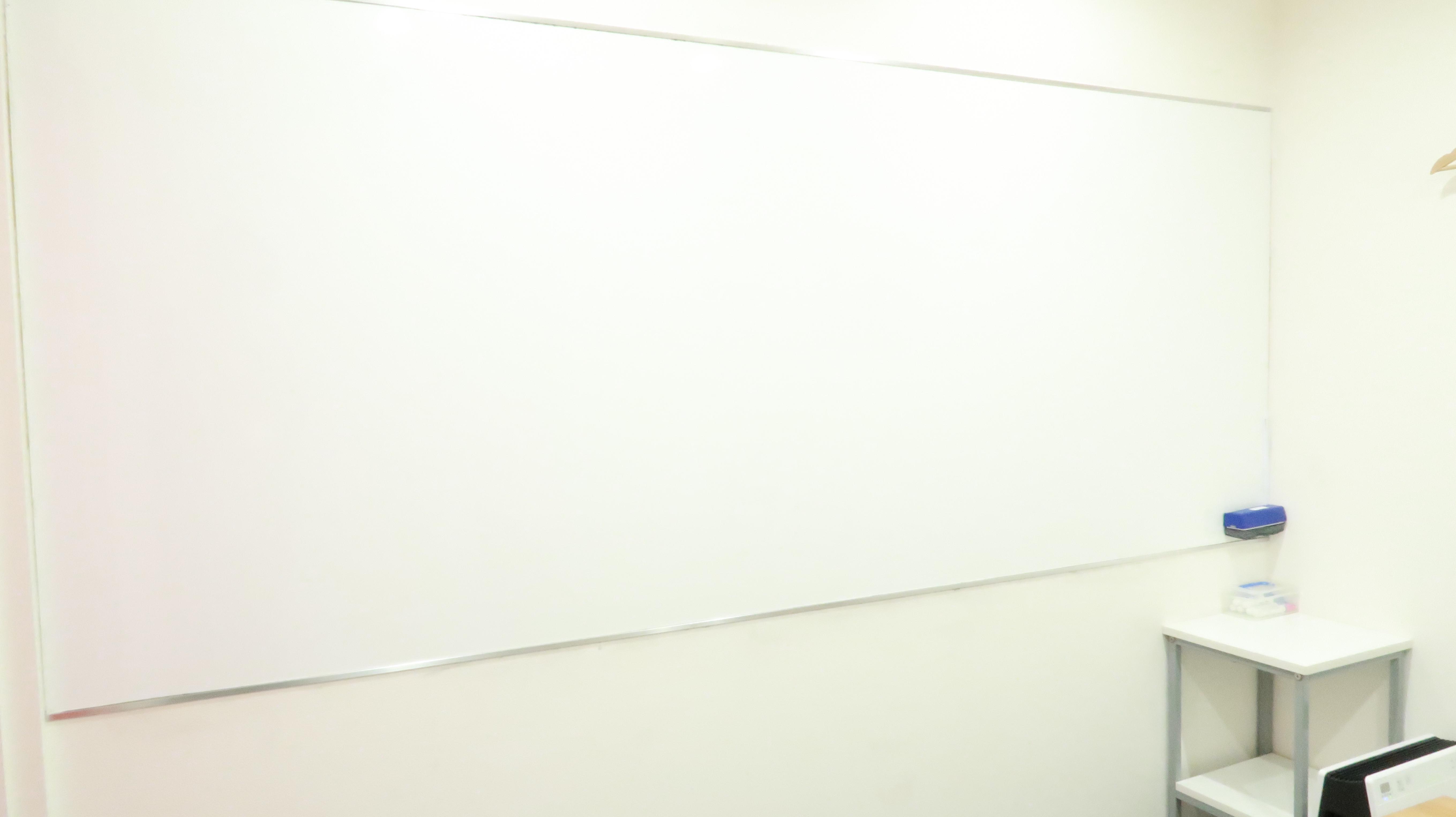 壁式ホワイトボード(常設) - レンタルスペース  パズル浅草橋 セミナールーム・貸し会議室2Aの設備の写真