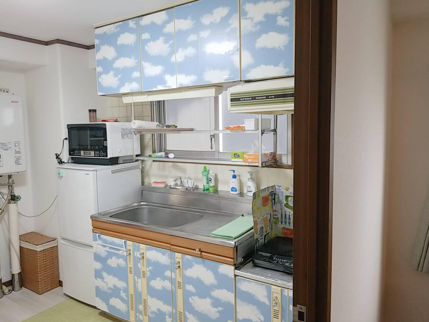 最上階にある天空のキッチンです。 - ご縁カフェ金山レンタルルーム 洋室と和室★2部屋でゆったり空間の室内の写真