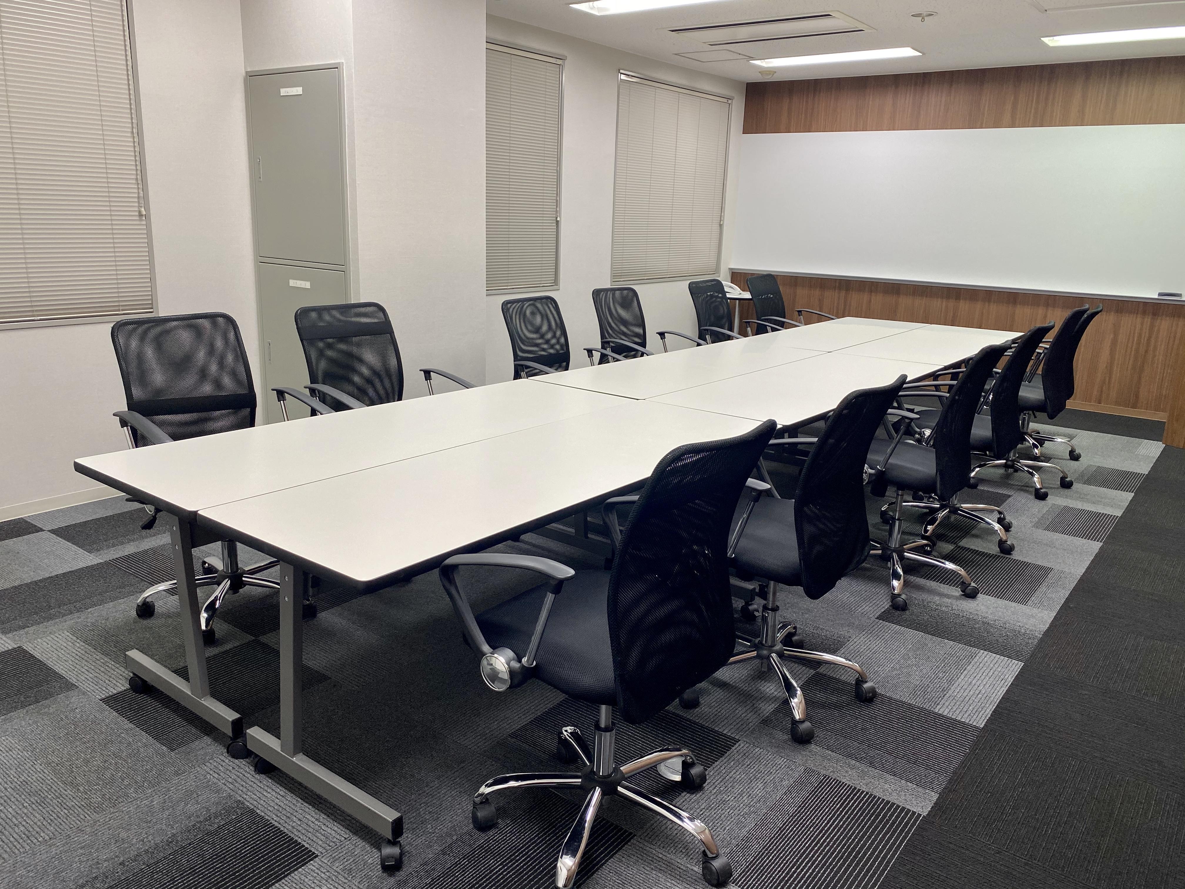 会議スタイル - D-SPOT-COM本町 D-SPOT-COM本町会議室の室内の写真