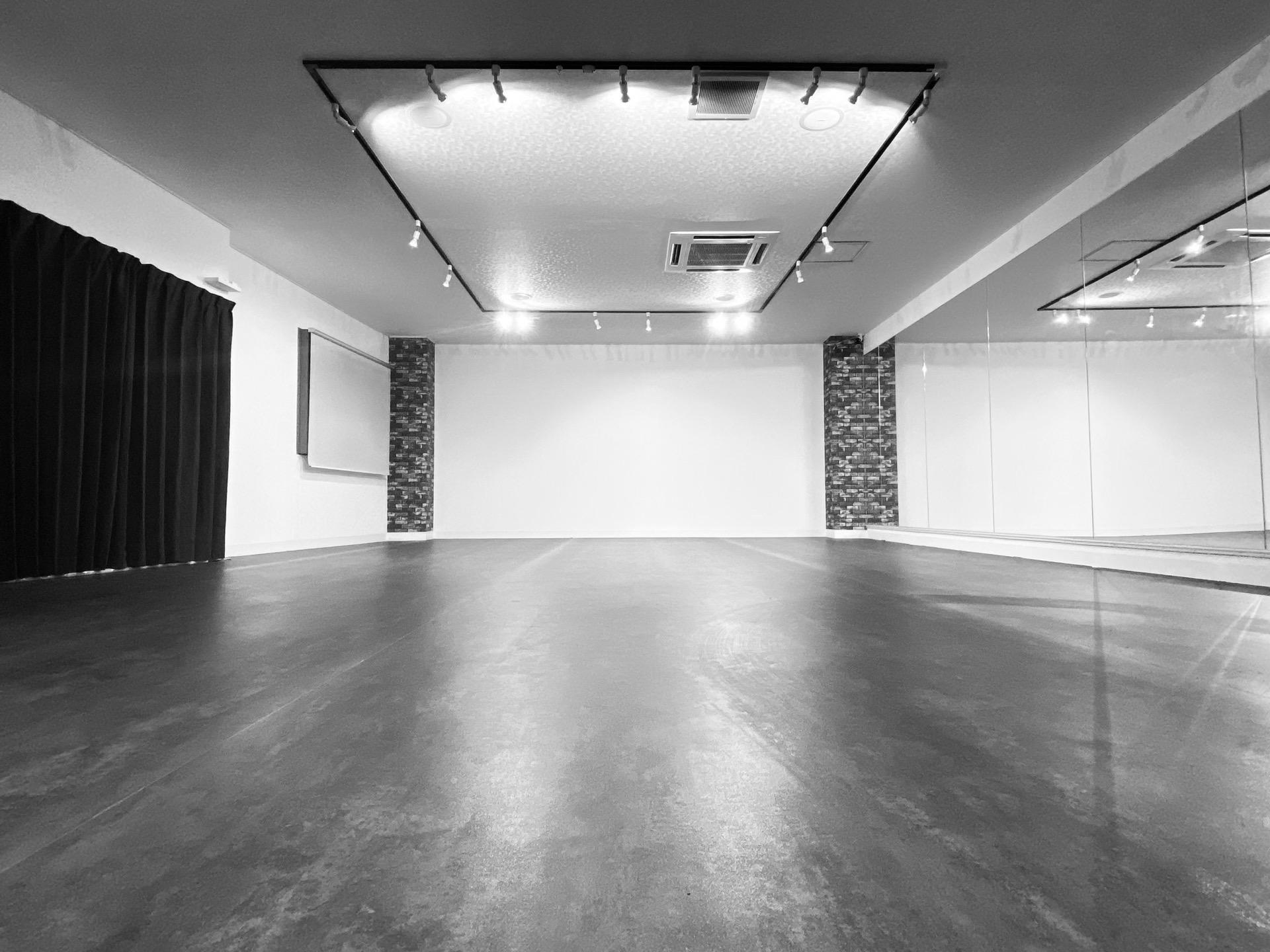 TCEスタジオ(1F) 時間貸しダンススタジオの室内の写真