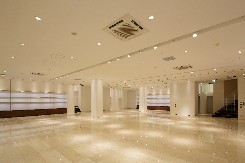 天井高さ3.5m 開放的なスペースです - イベントホール洛央(大ホール) イベントスペースの室内の写真