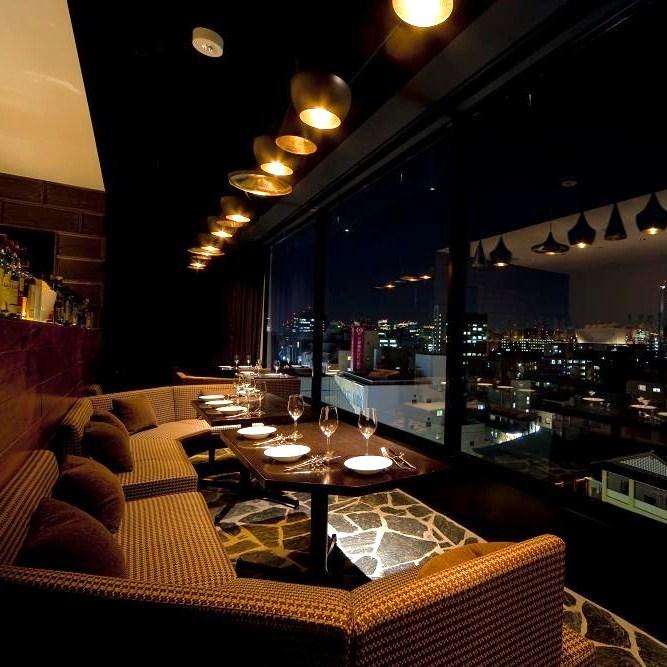 窓際ソファー - Cierpo(シェルポ) レストラン&バーの室内の写真