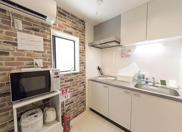 キッチン(調理用具、電子レンジ、電気ケトル、炊飯器) - 下高井戸Ⅲ 101号室の設備の写真