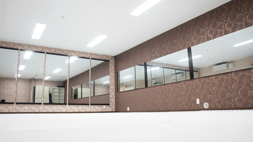 防音で清潔・キレイなスタジオスペース - ビーラインスタジオ平野宮町 【TVで放映】ダンスやヨガに人気の室内の写真