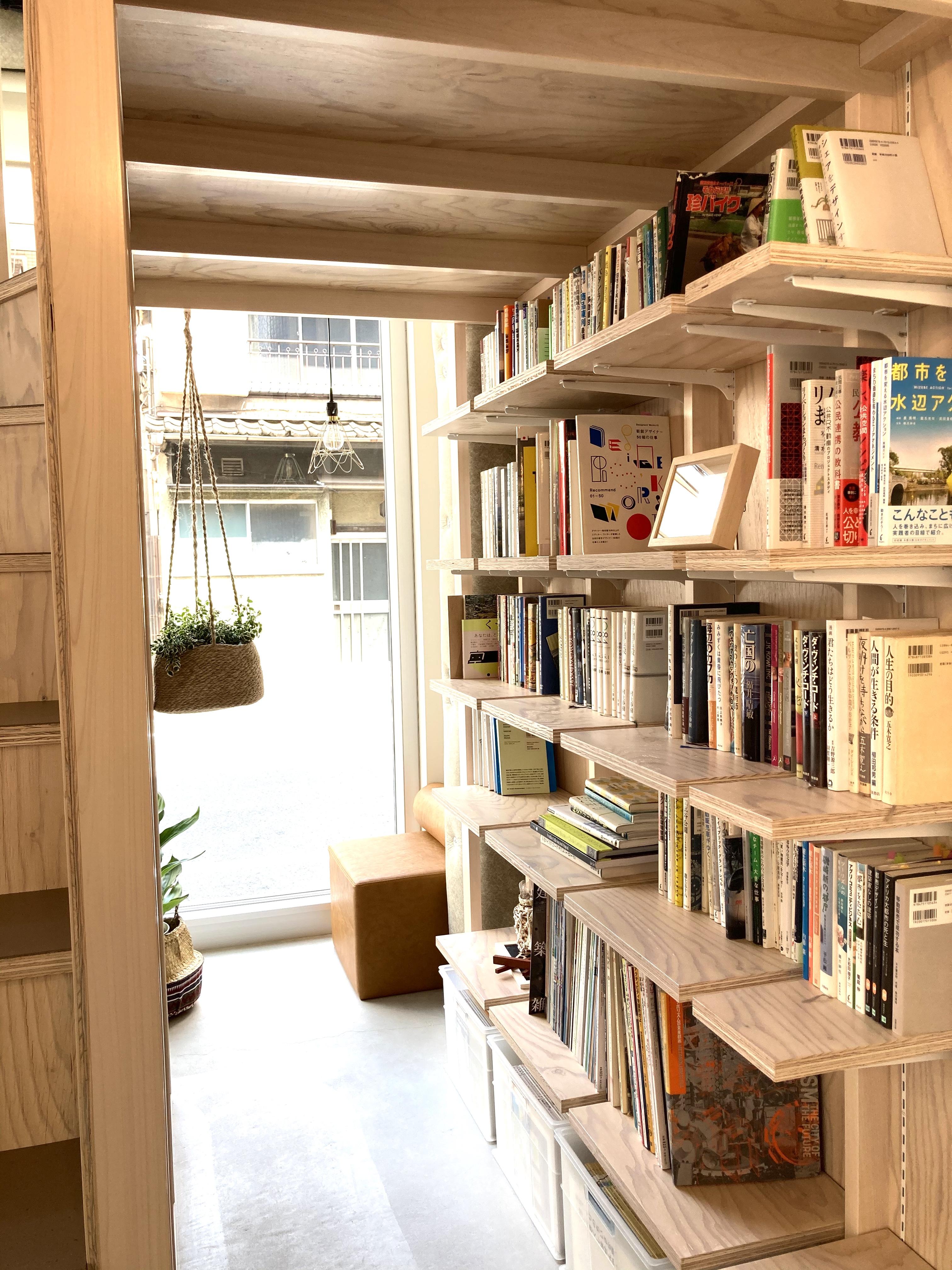 ブックコーナー - PLAT295  コワーキングスペース -3の室内の写真