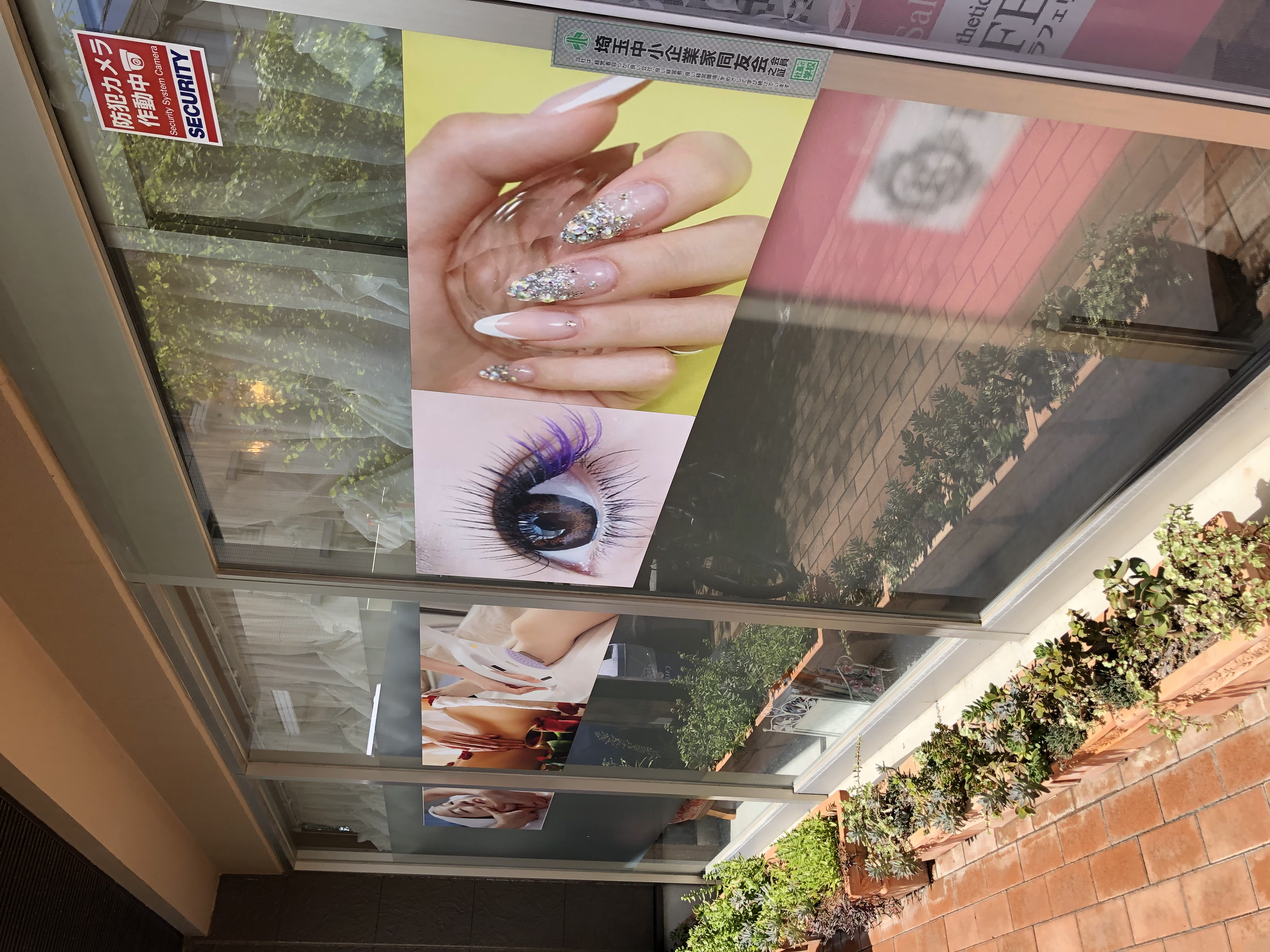 お店入口 - ビューティーレンタルサロン 清潔感&オシャレな24時間サロンの室内の写真