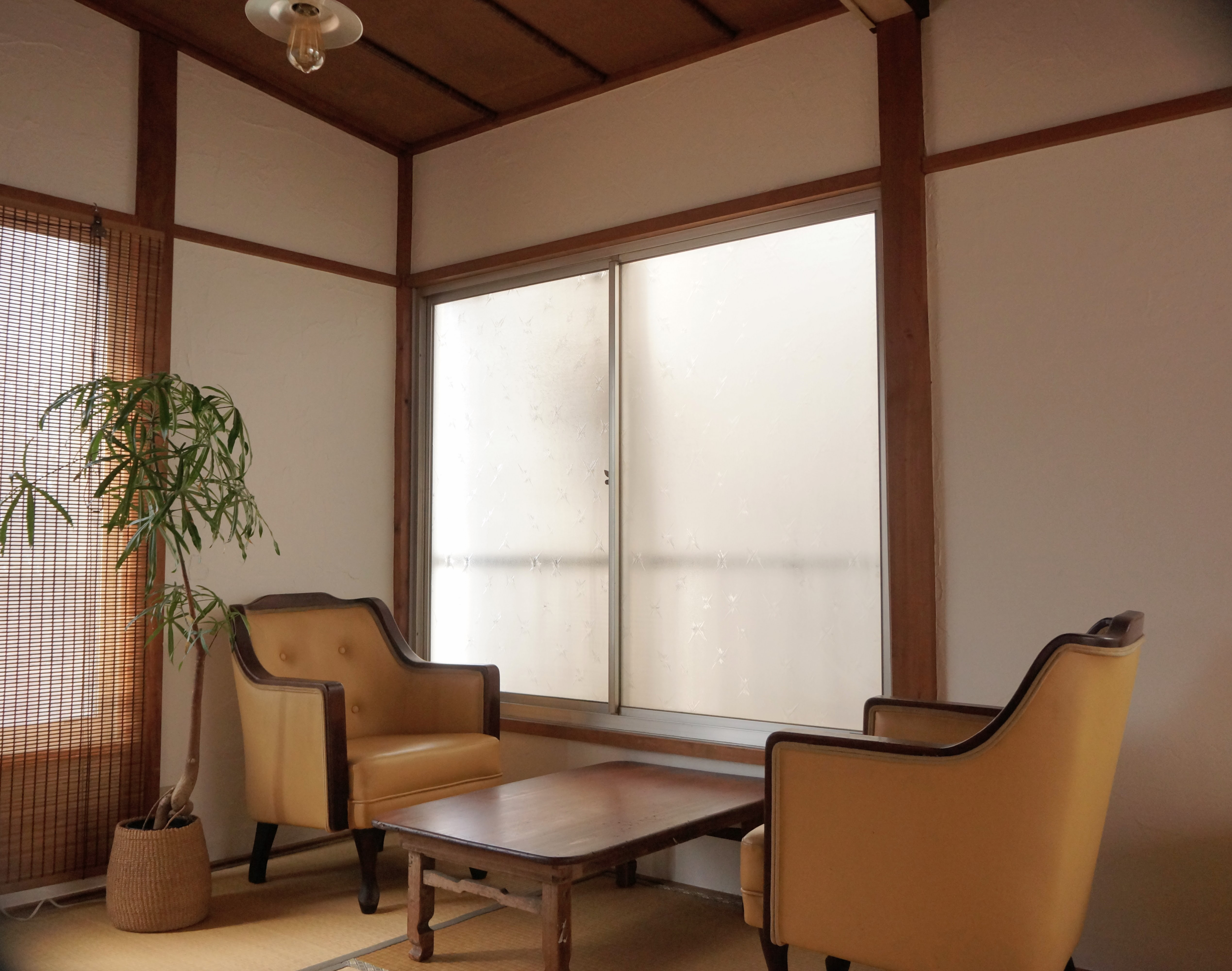 4畳半の窓辺の様子。 - 子育てカフェeatoco 2階和室の室内の写真