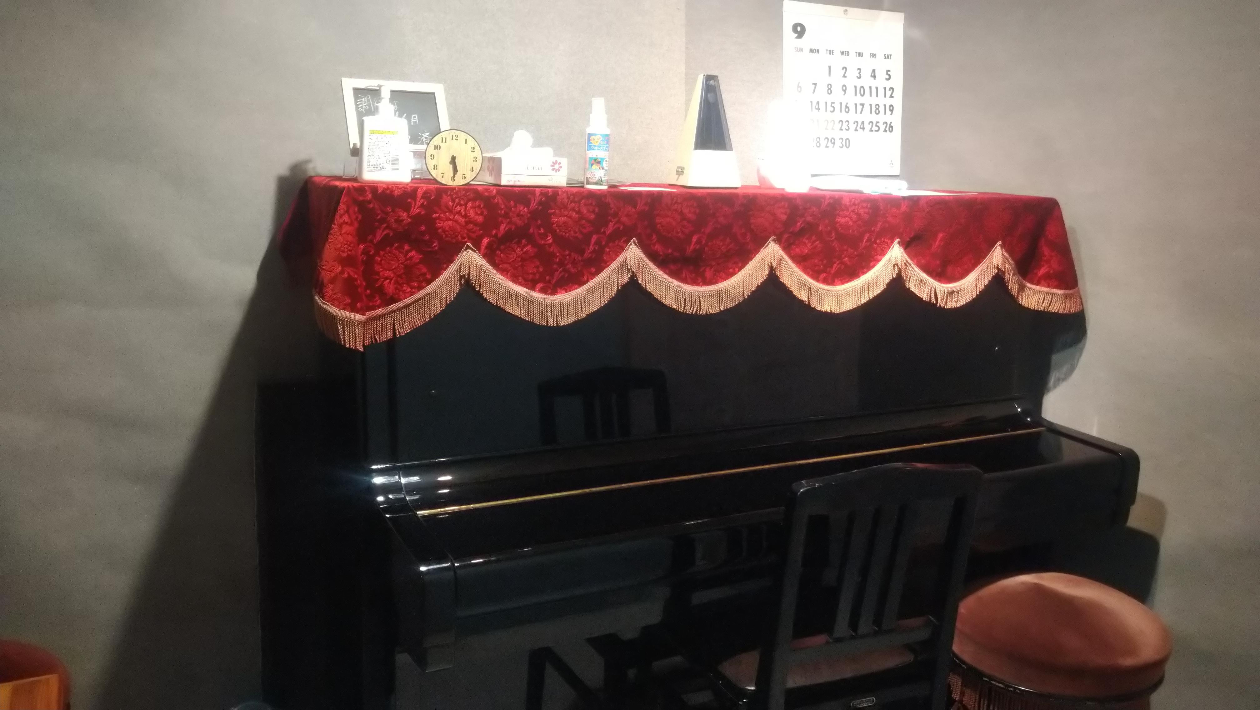 レンタルスペース夕顔瀬 1Fピアノ室の室内の写真