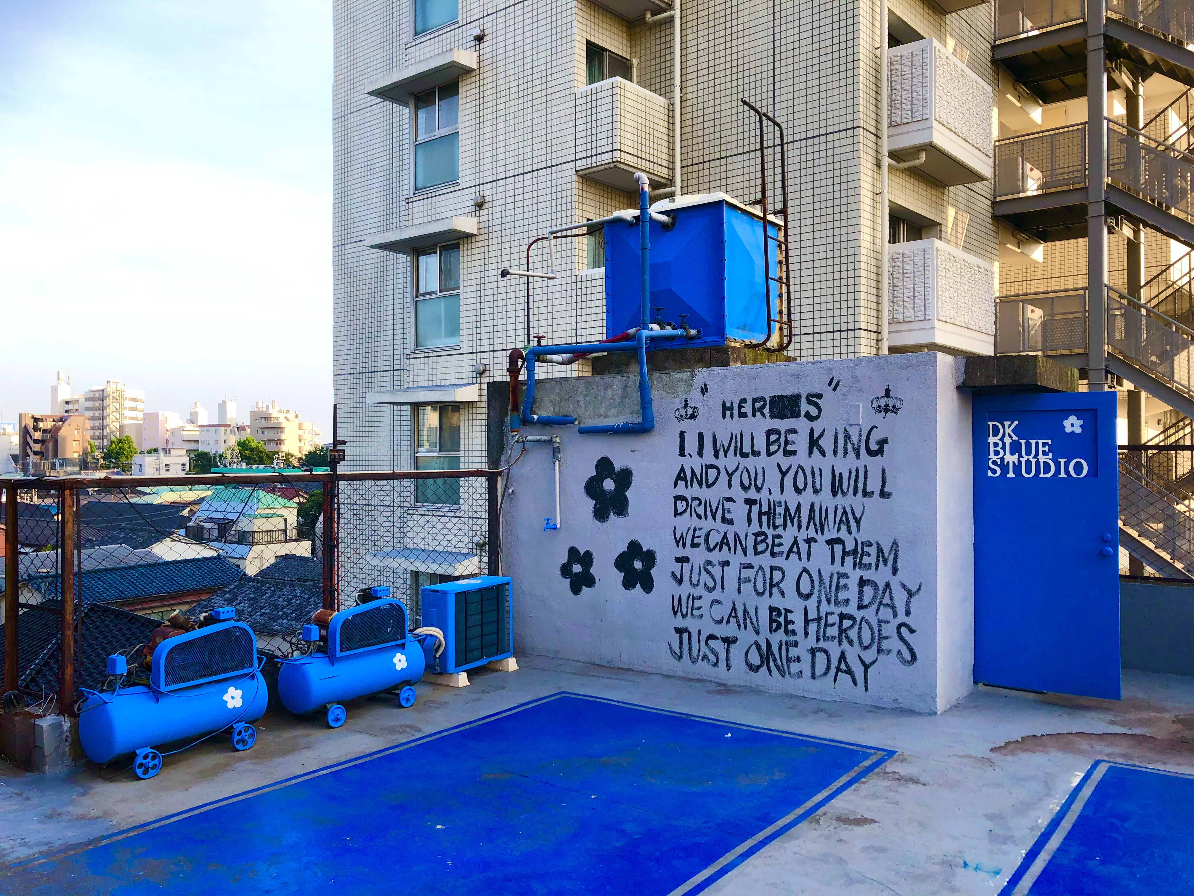 注意:屋上スペースに水道はありません。トイレ、フィッティング、手洗場は3Fへ。 - DK BLUESTUDIO 屋上スタジオの室内の写真