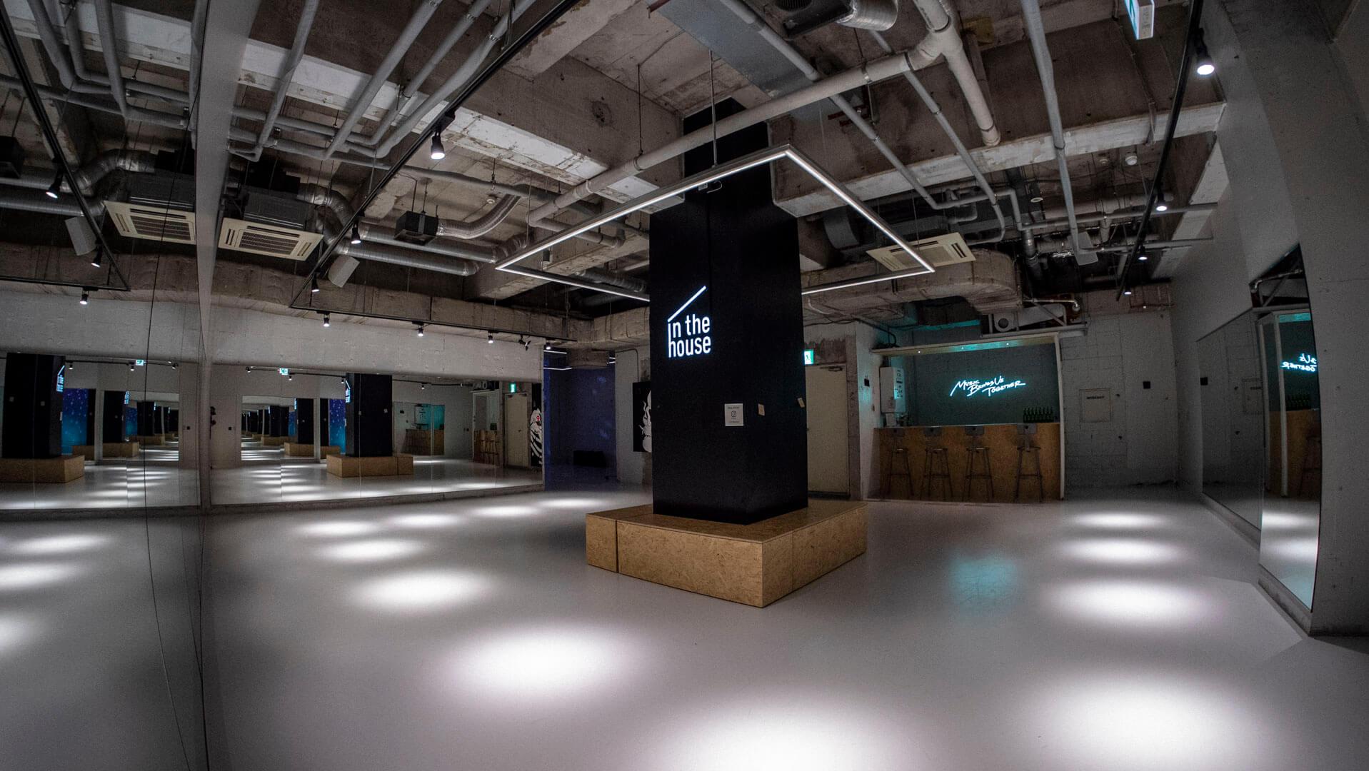最大130平米を超える広大なスペースを思うままご利用いただけます! - StreetDancePark 【8】深夜PARK 20時~の室内の写真