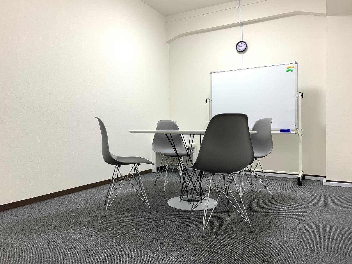 シンプルな落ち着いた空間になっております。 - L&Cスペース日本橋駅前 B号室の室内の写真