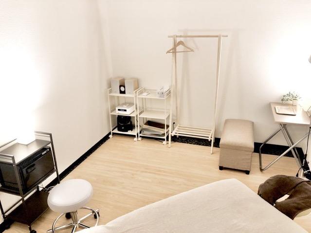LQ天神橋三丁目セラピールーム スタジオ内個室サロンA/女性専用の室内の写真