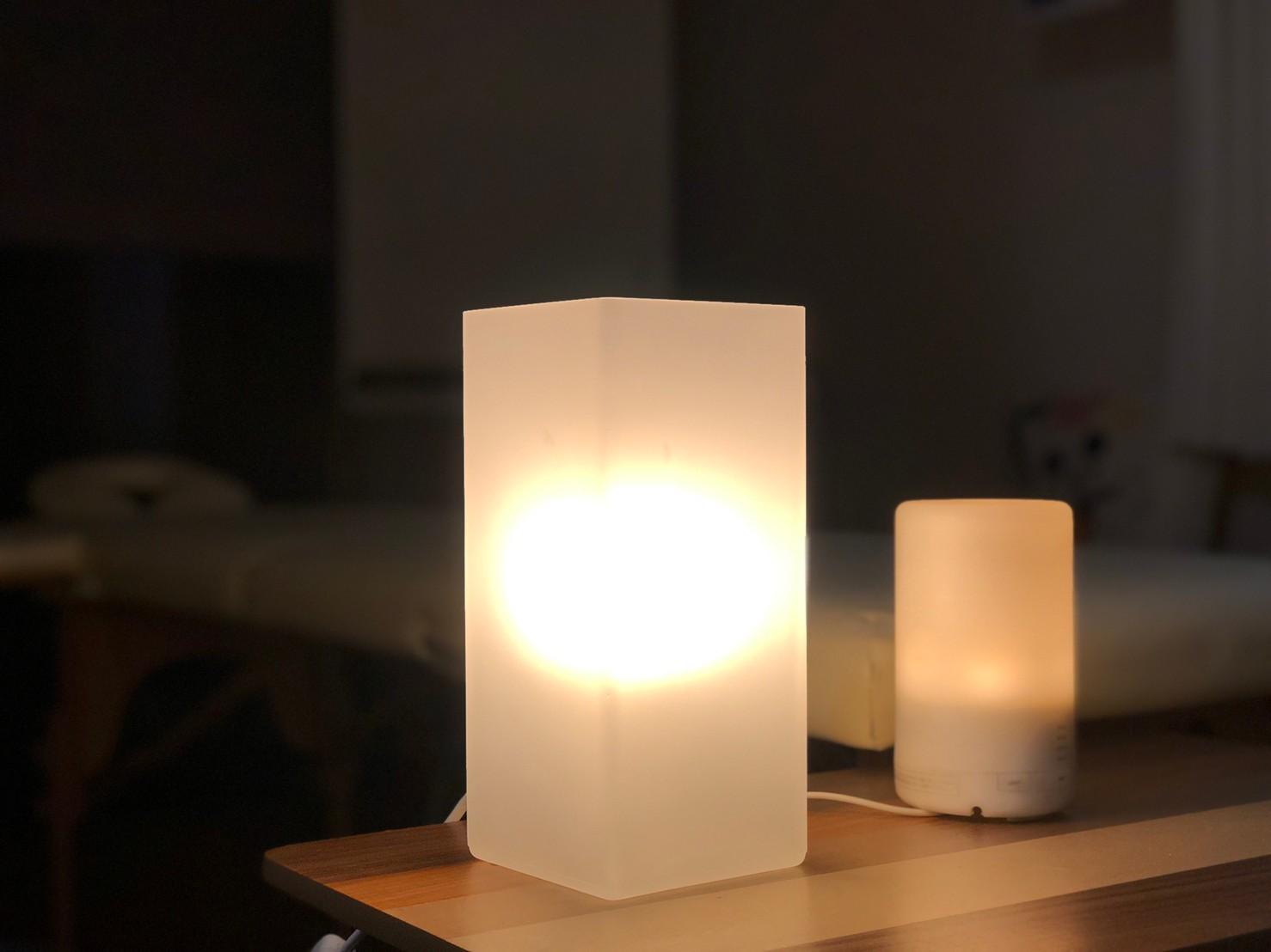 間接照明はテーブル収納に入ってます。 - JK Room 新宿三丁目店 隠れサロン💅🏻施術ベット🛌の室内の写真