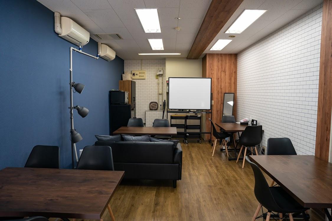 ソファー - レンタルスペース ミナテラス 会議から物販も可能なスペースの室内の写真