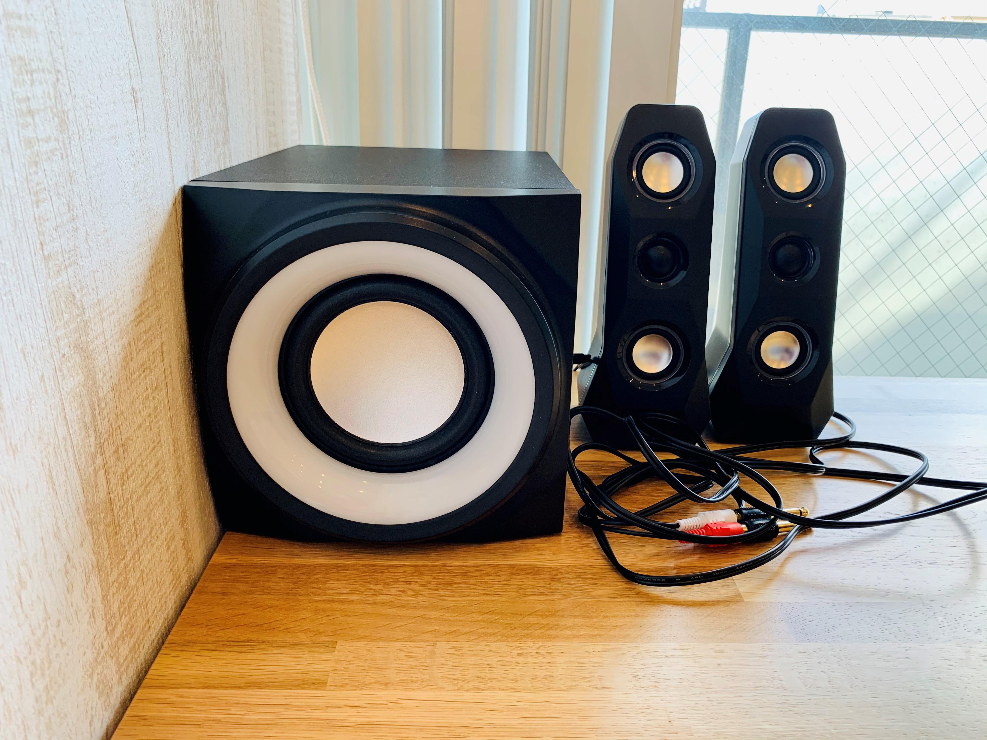 スピーカー (2.1ch アンプ内蔵スピーカー) ※大きすぎる音はご遠慮ください - 【多目的スペース】会議・撮影など 自由に使えるフリースペース の設備の写真